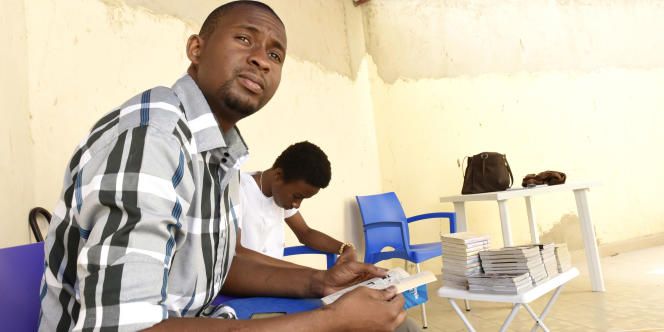 Mansour Touré, cofondateur d'une bibliothèque pour les étudiants à Dakar en juillet 2015.