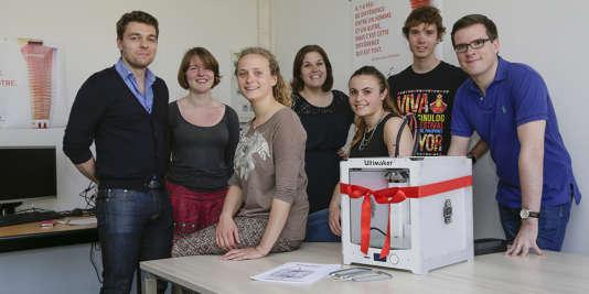 La Ruche à projet de l'EM Strasbourg inaugure son imprimante 3D.