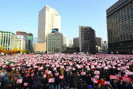 Des dizaines de milliers de personnes sont venues des quatre coins du pays pour manifester contre la présidentePark Geun-hye.