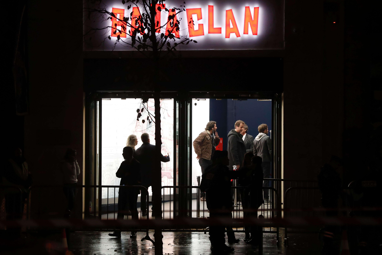 Un an après les attentats terroristes qui ont fait 90 morts au Bataclan, la salle de concert revenait à la vie samedi soir.
