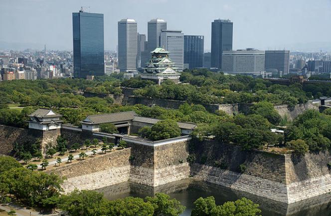 Vue de la ville d'Osaka au Japon et de son chateau. Wikipedia CC BY 2.5