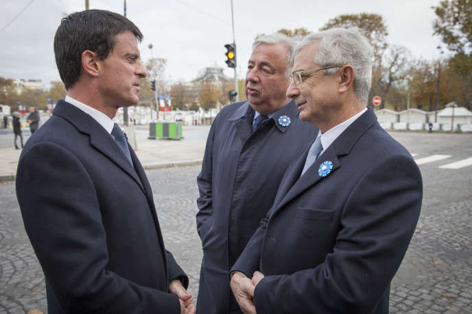 Le premier ministre avec Claude Bartolone, président de l'Assemblée nationale et Gérard Larcher, président du Sénat lors des cérémonies du 11 novembre 2016 à paris.