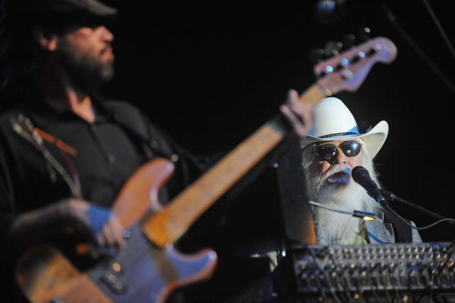 En 2011, Leon Russell (à droite) lors du festival de musique country Stagecoach à Indio, en Californie.