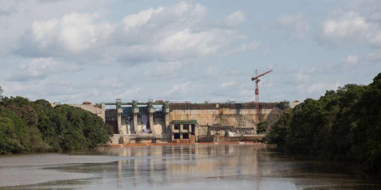L'aval du barrage de Lom Pangar encore en travaux.