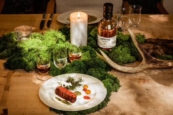 Du 3 au 5 novembre, l'Aberlour Hunting Club, restaurant éphémère, a proposé des dîners raffinés alliant whiskys etproduits d'automne (ici, Aberlour et chevreuil).