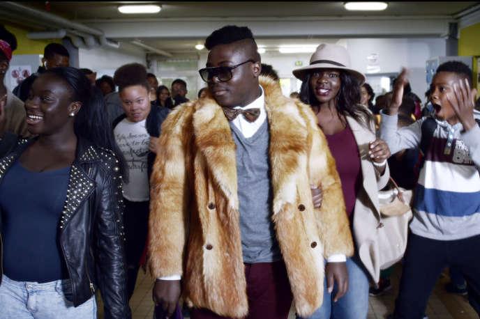 Régis et Salimata, filmés comme les Jay Z et Beyoncé du collège, dans«Swagger», d'Olivier Babinet.