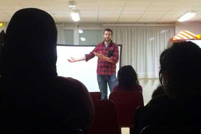 Le réalisateur Olivier Babinet lors d'une séance de présentation de son film«Swagger» à Aulnay-sous-Bois (Seine-Saint-Denis) en février 2015.