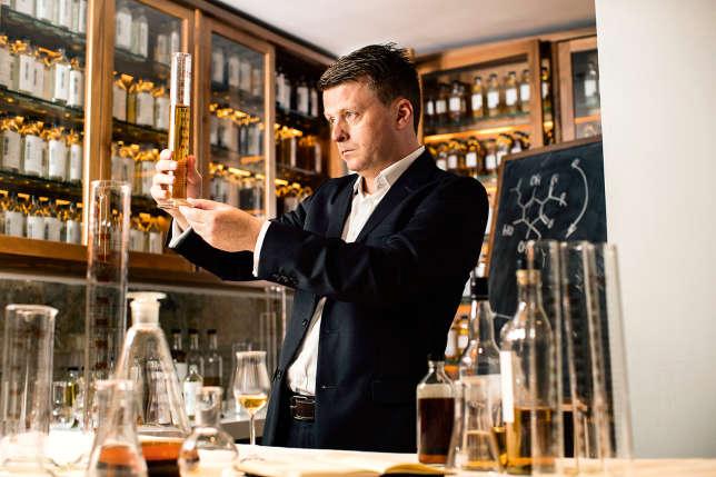 Le maître de chai Brian Kinsman est chargé de l'assemblage final de chaque single malt produit par la distillerie.
