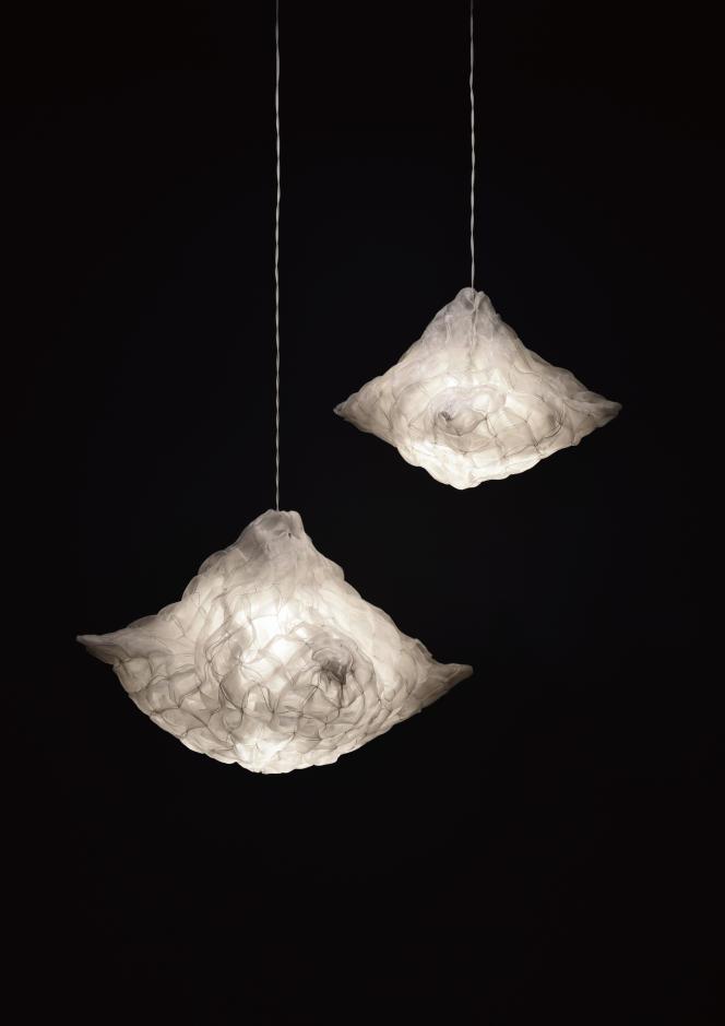 Lampes Spore New en polyéthylène, par Chihiro Tanaka, 2015.