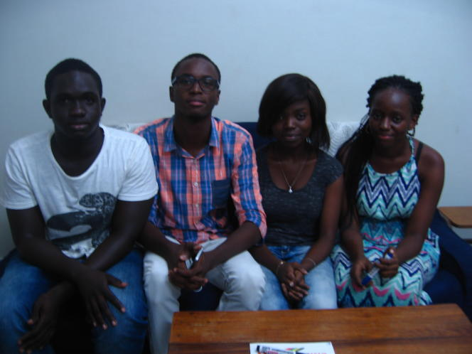 Abdou K. Diene, Kevin Yena, Ndèye Sokhna Seck et Fady Diarra, élèves en 2e année de classe prépa scientifique au Collège Sacré Coeur de Dakar.