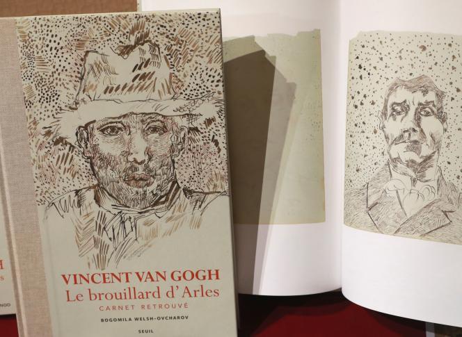 Le livre de 288 pages, intitulé «Vincent Van Gogh, le brouillard d'Arles, carnet retrouvé» et publié par Le Seuil, contient un fac-similé du carnet avec ses 65 dessins reproduits grandeur nature. Les dessins ont été réalisés à l'encre sur le livre de comptabilité d'un hôtel d'Arles, où séjournait le peintre.