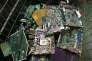 «Le résultat de l'obsolescence programmée est une boulimie de technologies qui constitue une aberration économique autant qu'une bombe écologique à retardement» (Photo: recyclage de composants électroniques à l'associationR'Pur de Caen en juin 2016).