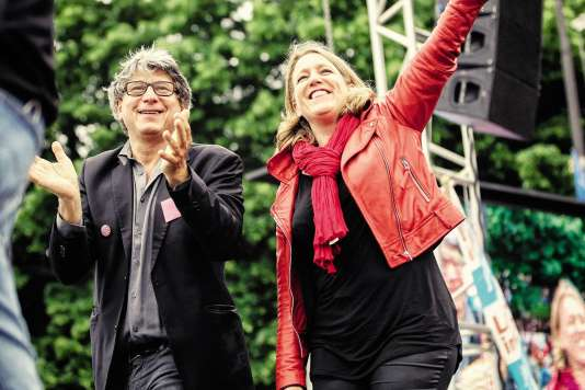 Danielle Simonnet se lance dans la politique spectacle(ici avecÉric Coquerel,co-coordinateur du Parti de gauche,le 5 juin, à Paris).