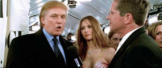 Dans « Zoolander », Trump aux côtés de son épouse Melania répond à une interview.