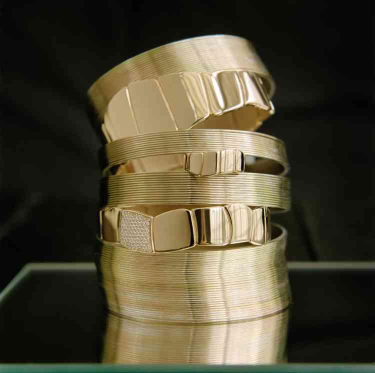 Bague en or, bracelet en or et diamants, Hermès.