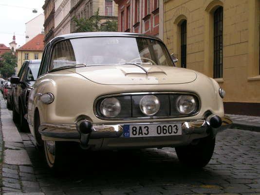 La Tatra 603 a été présentée en 1956 à la Foire de Brno, en Tchécoslovaquie.