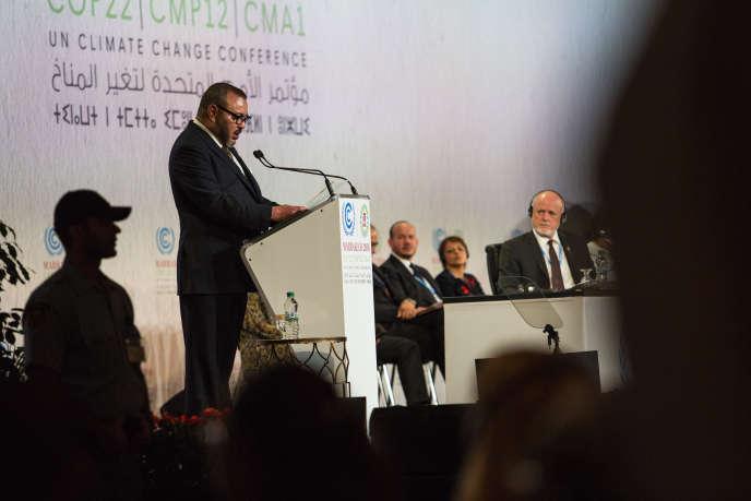 « Depuis l'accession au trône de Mohammed VI, en 1999, le pays a développé une intense politique africaine qui s'est accélérée ces derniers mois ». (Photo : discours du roi du Maroc lors de la cérémonie d'ouverture de la COP22).