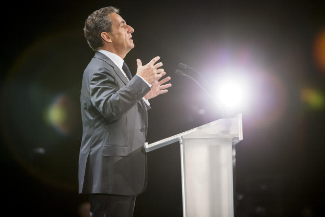 Nicolas Sarkozy, candidat à la primaire de droite, en meeting au Palais Nikaia à Nice, mardi 15 novembre 2016.