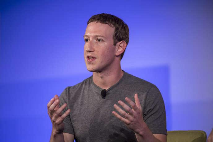 Mark Zuckerberg, le 10 novembre, s'explique après les critiques faites à son réseau.