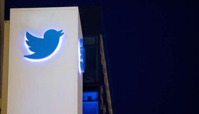 Le logo de Twitter sur le siège social de la société, à San Francisco, en novembre.