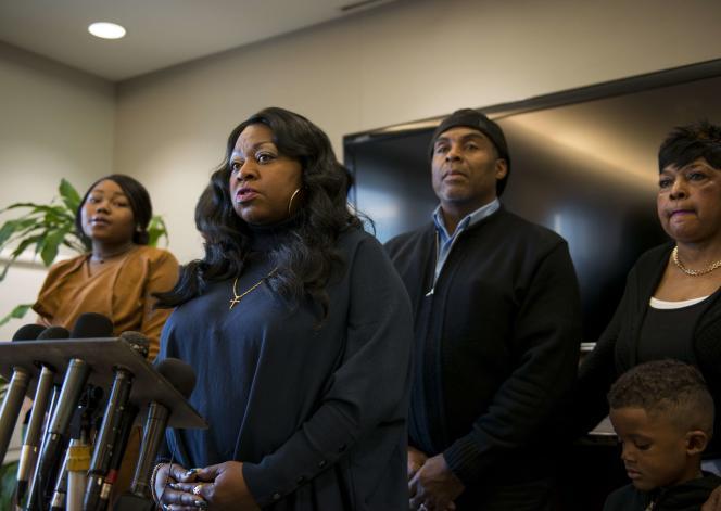 Valérie Castile, mère de la victime, s'exprime au cours d'une conférence de presse à Minneapolis.