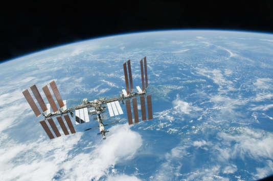La Station spatiale internationale vue depuis la navette «Endeavour» le19février2010.