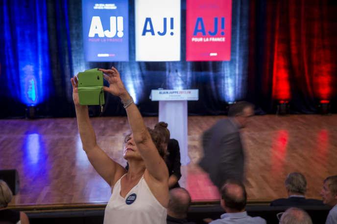 Militants Les Républicains, partisans d'Alain Juppé, candidat à la primaire à droite, qui anime son premier meeting de campagne à Strasbourg, mardi 13 septembre 2016