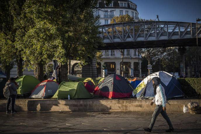 Un camp de migrants près de la station de métro Stalingrad à Paris, le3novembre2016.