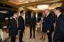 « Beaucoup d'entreprises considèrent qu'elles sont sous-valorisées en Bourse et décident donc que la meilleure façon d'utiliser leurs liquidités consiste à racheter leurs propres actions en misant sur une hausse des cours » (Photo: Donald Trump le 17 novembre avec le premier ministre japonais Shinzo Abe).