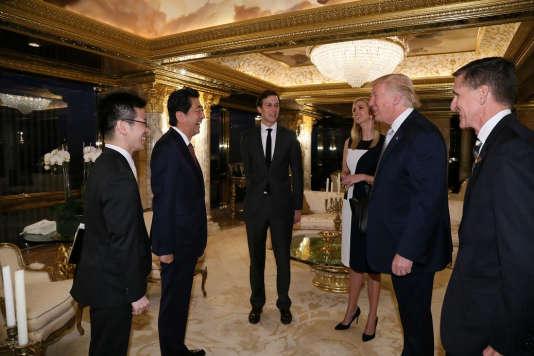 Le premier ministre Shinzo Abe et le président élu américain Donal Trump, lors d'une rencontre à la Trump Tower, à New York, le 17 novembre.