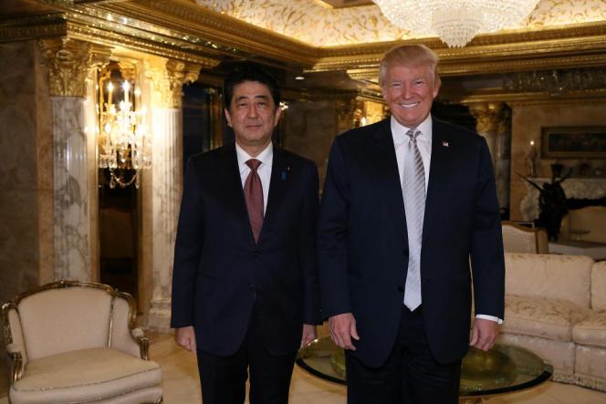 Le premier ministre japonais, Shinzo Abe, avec Donald Trump à New York le 17 novembre.