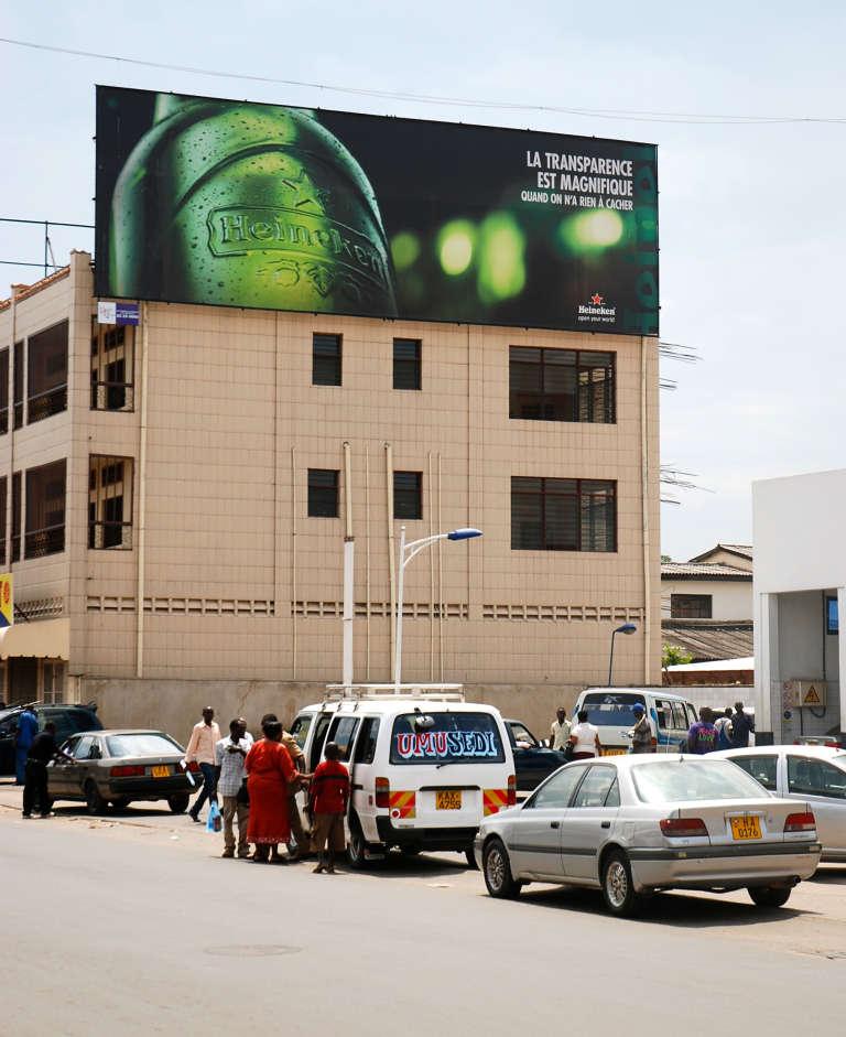 Un panneau publicitaire pour Heineken à Bujumbura, capitale du Burundi.