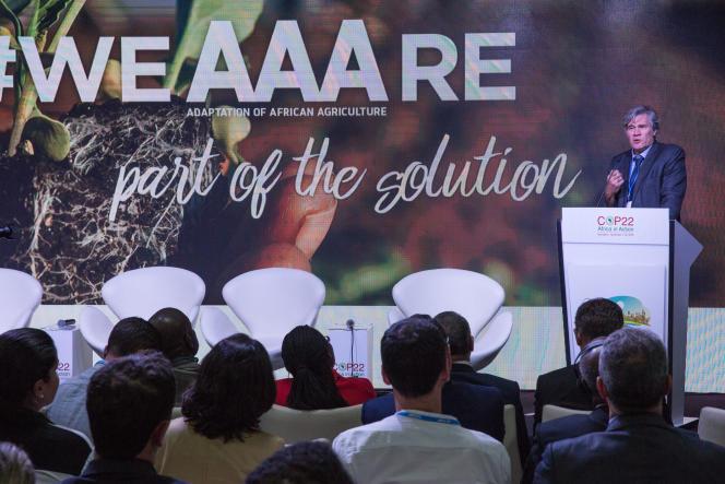 Stéphane Le Foll, porte-parole du gouvernement français et ministre de l'agriculture, s'exprime lors de la conférence de presse de l'intiative pour l'Adaptabilité de l'agriculture africaine lors du sommet pour le climat.