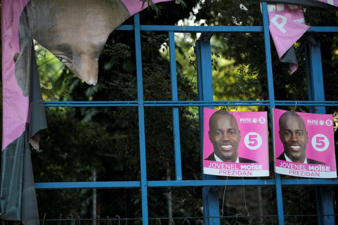 Des affiches électorales du candidat Jovenel Moïse du Parti haïtien Tèt Kale (PHTK) le16novembre à Port-au-Prince.