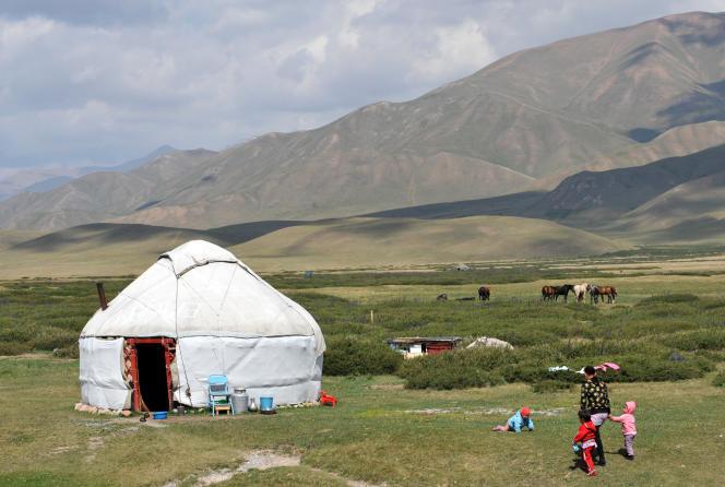 Le plateau Suu-Samyr, à 2 500 mètres au-dessus du niveau de la mer, le long de l'ancienne route de la soie de Bichkek à Osh.