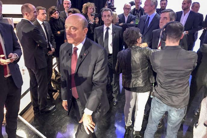 Alain Juppé, Nicolas Sarkozy, François Fillon et Bruno Le Maire avant le troisième débat télévisé entre les candidats à la primaire de la droite, sur France 2, à Saint-Cloud (Hauts-de-Seine), jeudi 17 novembre.