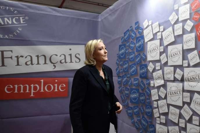 Marine Le Pen, candidate du FN à la présidentielle, lors du salon du Made in France, à Paris, le 18 novembre.