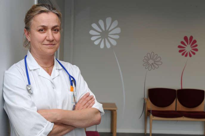 La pneumologue française Irène Frachon, le 16mai 2013, à l'hôpital universitaire central de Brest.