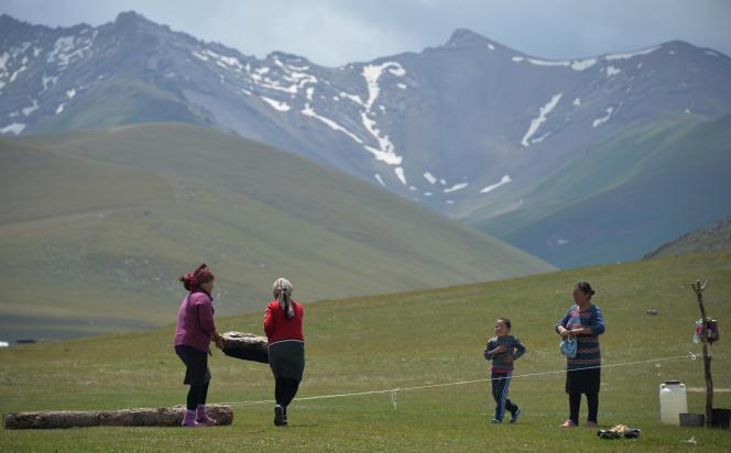 Ffête folklorique traditionnelle au lac Song-Koul, 3016 mètres au-dessus du niveau de la mer, à environ 350 km de Bishkek.