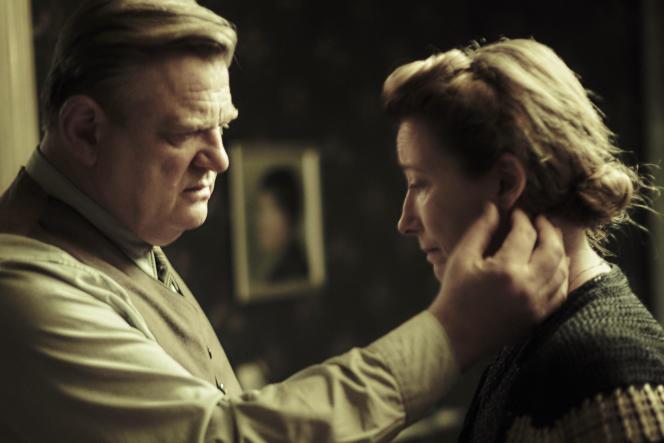 Brendan Gleeson et Emma Thompson dans le film franco-germano-anglais de Vincent Perez,« Seul dans Berlin» (« Alone in Berlin»).