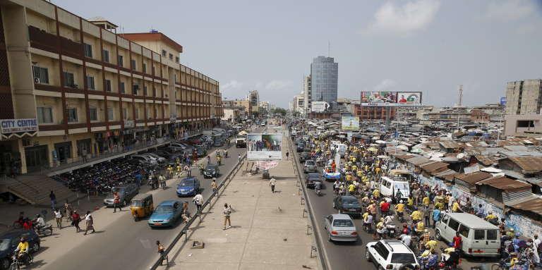 Une avenue de Cotonou, au Bénin.