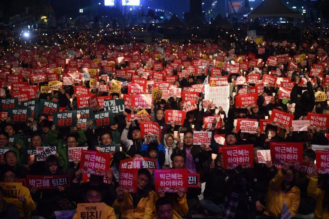 Des dizaines de milliers de personnes ont défilé samedi 19 novembre à Séoul.