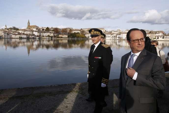 François Hollande à Castelnaudary (Aude), le 19 novembre.