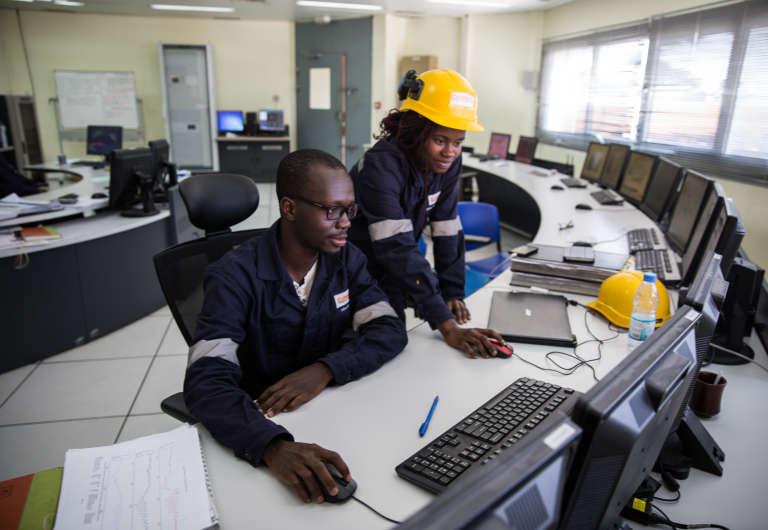 Dans la salle de contrôle de la centrale à gaz de Ciprel, à Abidjan, en Côte d'Ivoire.