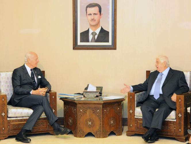 L'envoyé spécial de l'ONU Staffan de Misruta s'entretient avec le ministre des affaires étrangères syrien, Walid Muallem, le 20 novembre à Damas.