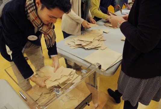 Plusieurs scientifiques américains demandent un recomptage manuel des votes dans trois Etats clés.