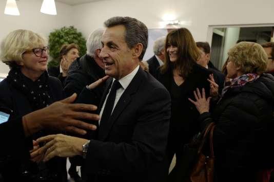Nicolas Sarkozy et Carla Bruni quittent le QG de campagne, dans la nuit du 20 au 21 novembre.