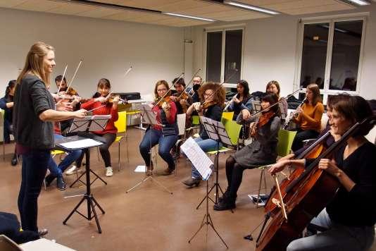 La première répétition d'Inalc'Orchestra, lancée par l'étudiante en direction d'orchestre Garance Coroller, le 7 novembre.