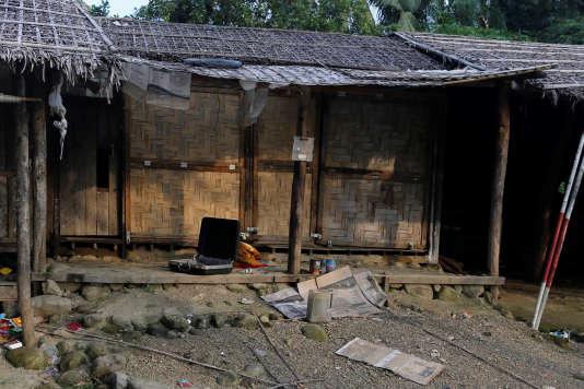 Maison Rohingya abandonnée dans le village d'U Shey Kya, non loin de Maungdaw, dans l'Etat de Rakhine, en Birmanie, le 26 octobre 2016.