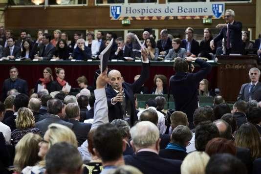 Lors de la 156e vente aux enchères des Hospices de Beaune, ce 20novembre, les 596 pièces de vins ont été adjugées à 8,184 millions d'euros.